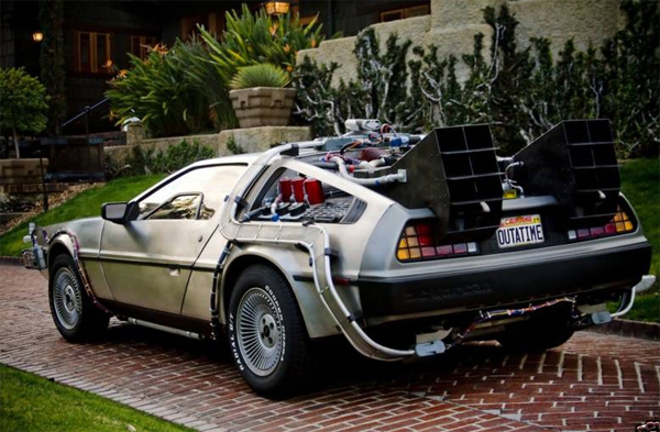 Jouons ensemble ! Back-to-the-future-delorean-car-new-years-happy-ebay-culver-city-christopher-lloyd-1